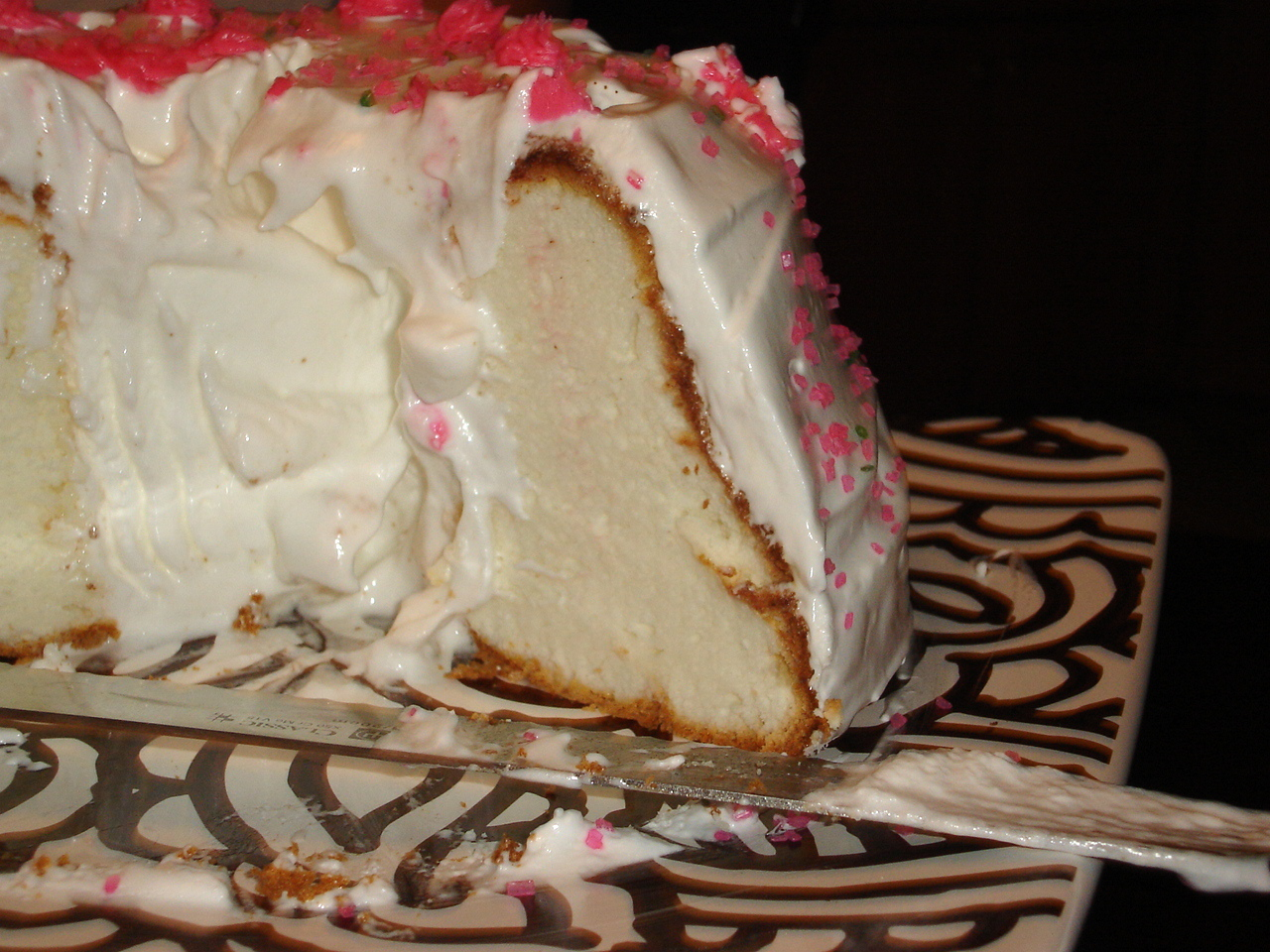 Cake Recipes With Glaze Icing: Angel Food Cake With 7-Minute Icing