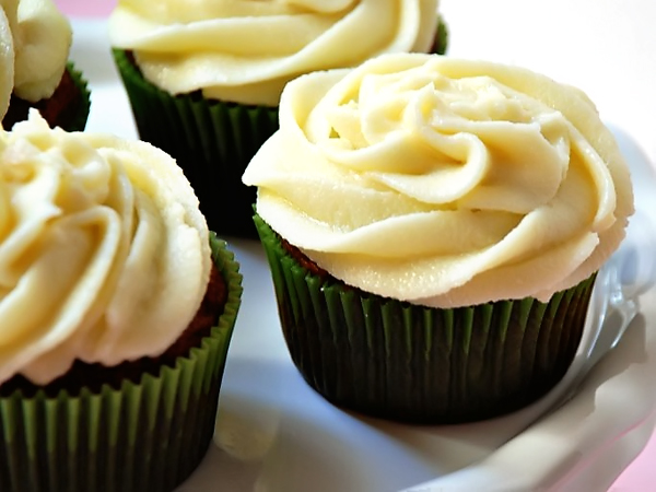 Pumpkin Spice Cupcakes with Maple Cream Cheese Frosting | Tasty ...