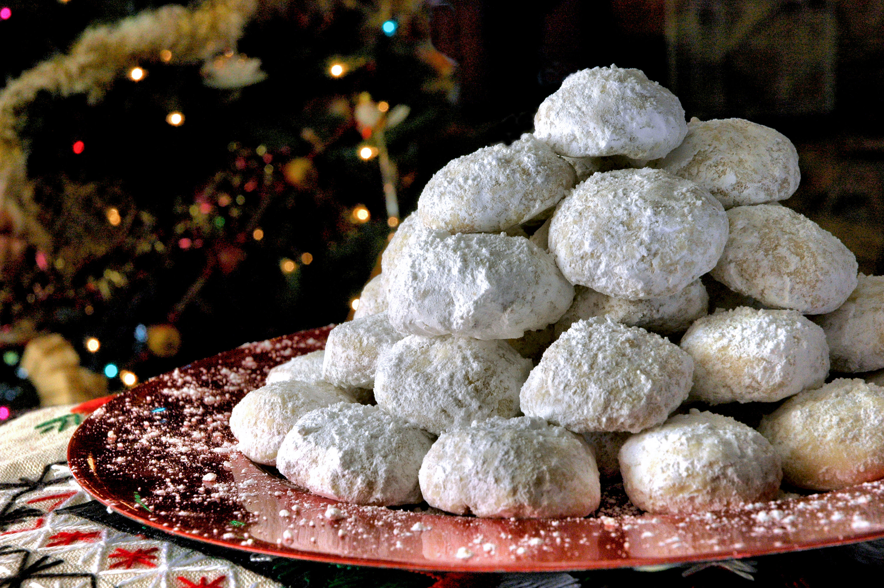 Kourabiedes Greek Christmas Cookies