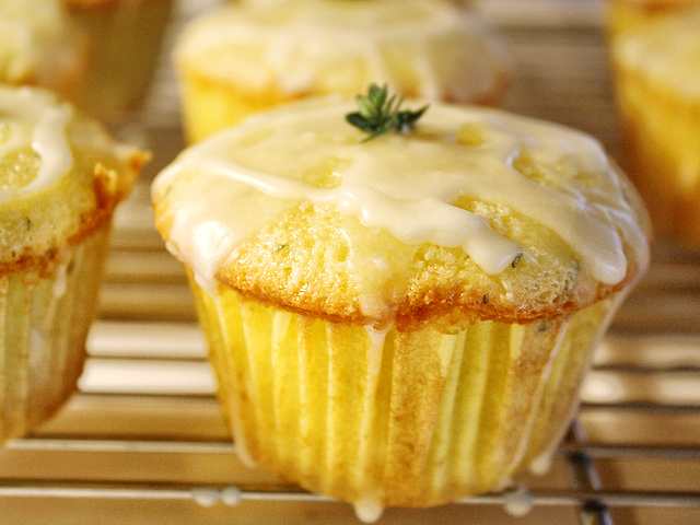 Lemon+Olive+Oil+Cake+Recipe Olive Oil Cakes with Lemon and Thyme ...