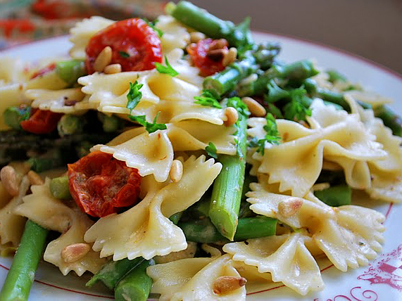 Pasta with asparagus and tomatoes recipe