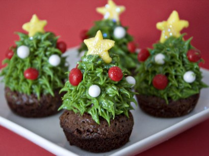 Strawberry Christmas Tree Brownie Bites | Tasty Kitchen: A Happy ...