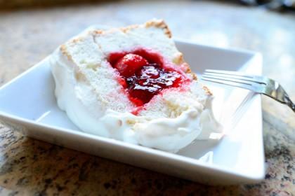 Strawberry stuffed angel food cake recipe