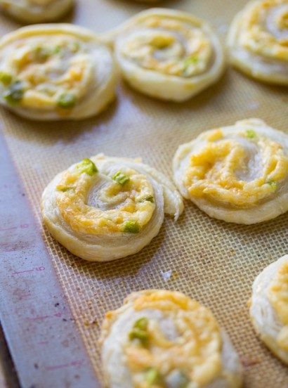 Jalapeno smoked gouda puff pastry pinwheels tasty for Puff pastry canape ideas