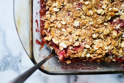 Strawberry Rhubarb Crumble with Cardamom and Nutmeg ...