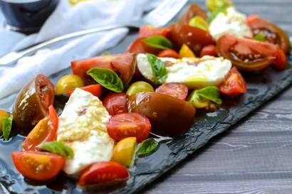 Simple Tomato & Burrata Salad | Tasty Kitchen: A Happy ...