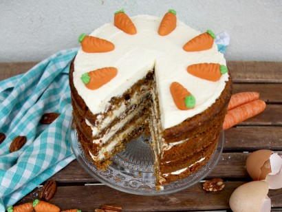 Super Moist Carrot Cake with Vanilla Cream Cheese Frosting | Tasty ...