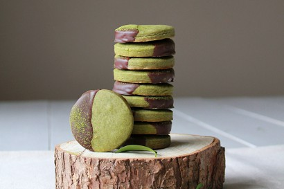Chocolate-Dipped Matcha Shortbread | Tasty Kitchen: A ...