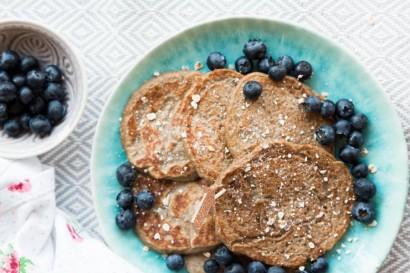 4-Ingredient Vegan Banana Oatmeal Pancakes | Tasty Kitchen ...