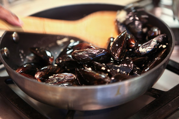 Tasty Kitchen Blog: 15-Minute Mussels. Guest post by Jaden Hair of Steamy Kitchen.