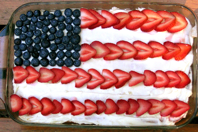 Tasty Kitchen Blog: Flag Day! Guest post by Jaden Hair of Steamy Kitchen (American Flag Cake, found on Slashfood)