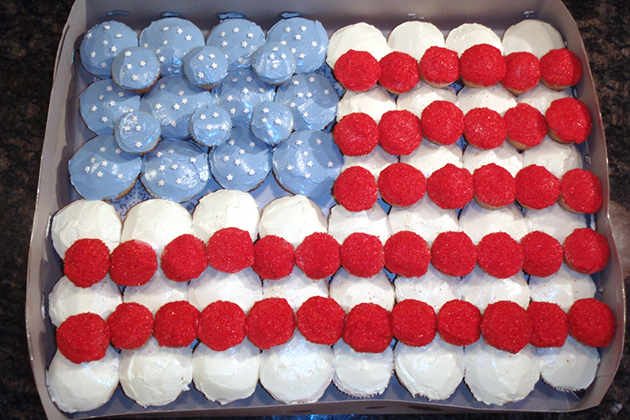 Tasty Kitchen Blog: Flag Day! Guest post by Jaden Hair of Steamy Kitchen (Mini Cupcake American Flag, found on Cupcakes Take the Cake)
