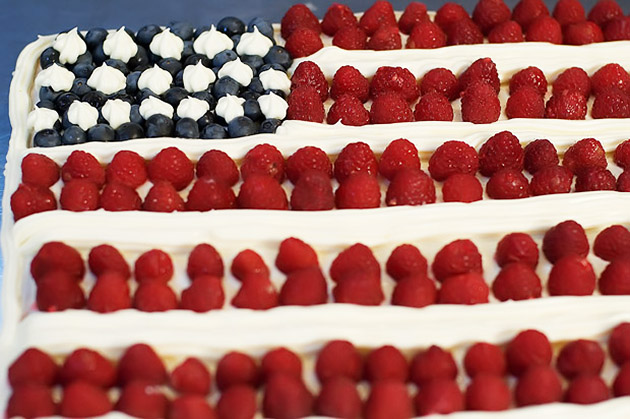 Tasty Kitchen Blog: Flag Day! Guest post by Jaden Hair of Steamy Kitchen (Fourth of July Cake, from Ree Drummond)
