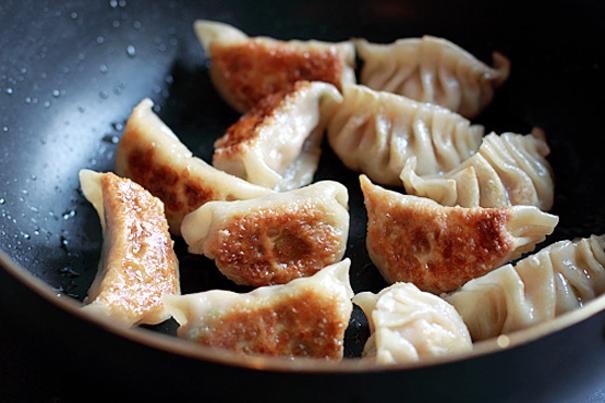 Tasty Kitchen Blog: Fill 'em Up! (Gyoza, from Rasa Malaysia)