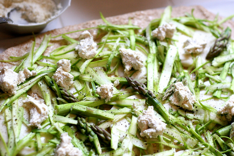 Tasty Kitchen Blog: Shaved Asparagus Pizza. Guest post by Natalie Perry of Perry's Plate, recipe submitted by TK member keeperrox.