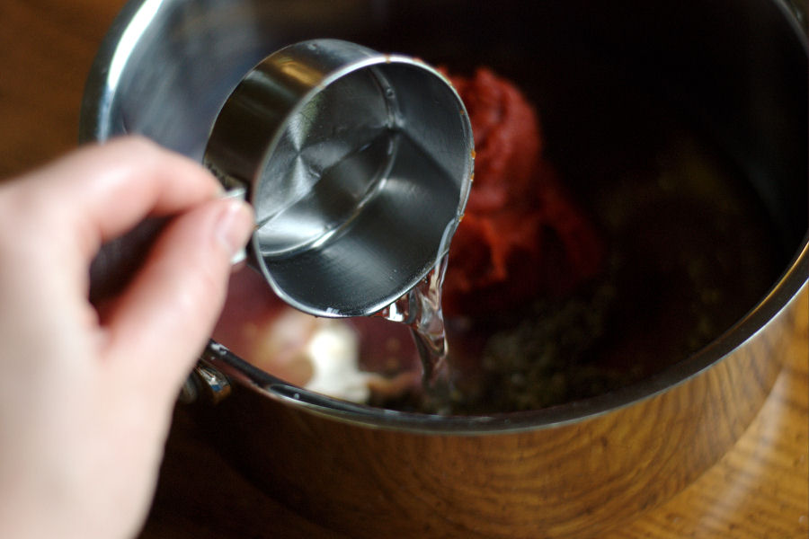 Tasty Kitchen Blog: Homemade Pizza Sauce. Guest post and recipe from Erica Kastner of Cooking for Seven.