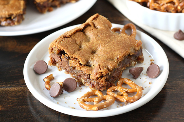 Tasty Kitchen Blog: Chocolate Chip Cookie Bars with a Salty Pretzel Crust. Guest post by Maria Lichty of Two Peas and Their Pod, recipe submitted by TK member Laurie McNamara of Simply Scratch.