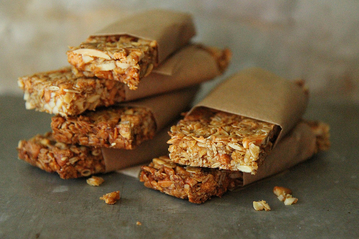 Tasty Kitchen Blog: Pumpkin Butterscotch Granola Bars by Heather Christo