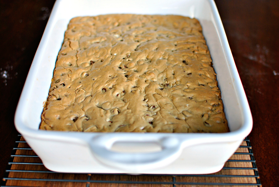 Tasty Kitchen Blog: Brown Butter Chocolate Chip Blondies. Guest post by Laurie McNamara of Simply Scratch, recipe submitted by TK member Sharon of Cheesy Pennies.