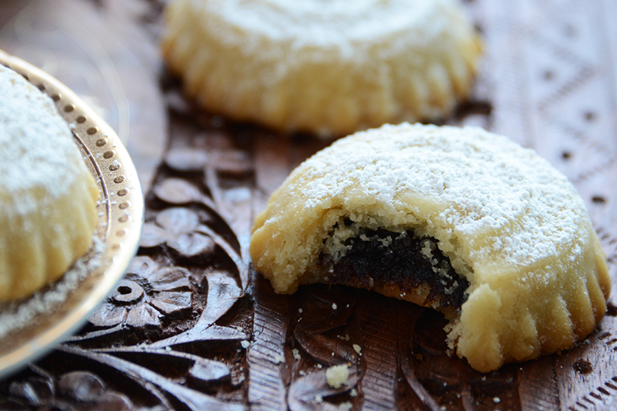 Tasty Kitchen Blog: Middle Eastern Date-Filled Cookies (Ma'amoul). Guest post by and recipe from by TK member Faith Gorsky of An Edible Mosaic.