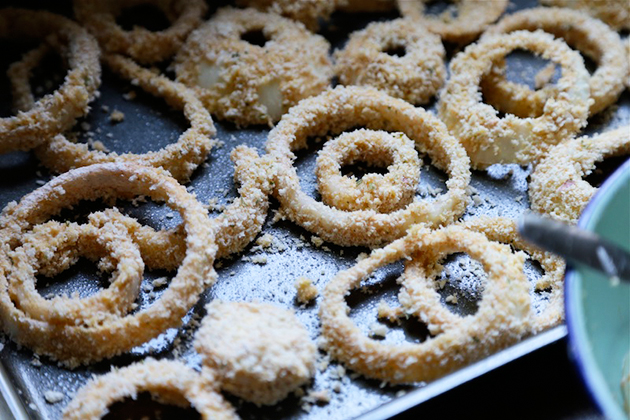 Tasty Kitchen Blog: Oven Fried Guinness Onion Rings with Stout Gravy. Guest post by Megan Keno of Wanna Be a Country Cleaver, recipe submitted by TK member Lauren of Climbing Grier Mountain.