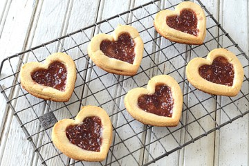 Tasty Kitchen Blog: Looks Delicious! Linzer Heart Cookies for Valentine's Day