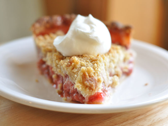 Strawberry Rhubarb Pie with Streusel Topping | Tasty Kitchen Blog